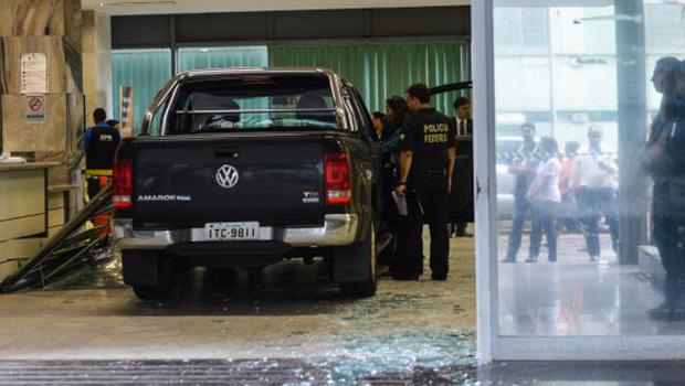 Revoltado com PT, motorista invade Ministério da Fazenda