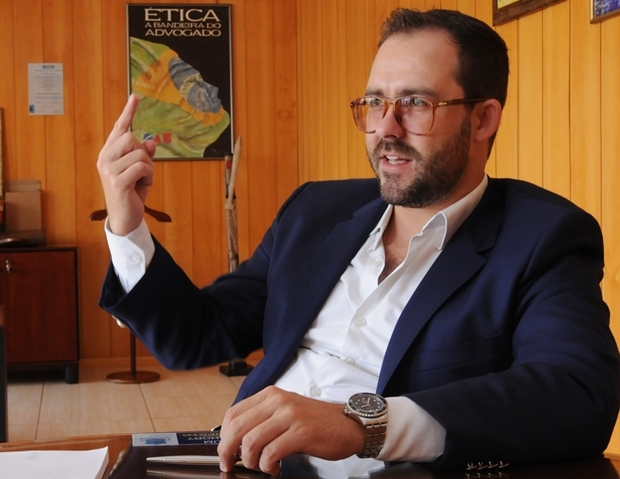 Presidente Lúcio Flávio de Paiva concede entrevista em seu gabinete, na OAB-GO  | Foto: Renan Accioly / Jornal Opção