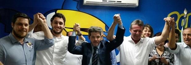 Presidente do PSDB Metropolitano, Rafael Lousa; presidente da Zonal 1, Renan Lobo; e os pré-candidatos: Delegado Waldir, Giuseppe Vecci e Anselmo Pereira
