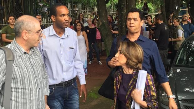 Faculdade de Educação da UFG rejeita diálogo e alunos hostilizam Raquel Teixeira