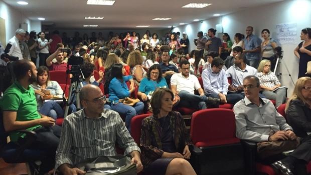 Auditório da Faculdade de Educação, minutos antes dos alunos protestarem   Foto: Marcelo Gouveia / Jornal Opção