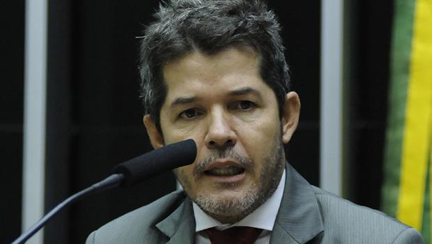 Delegado Waldir oficializa saída do PSDB
