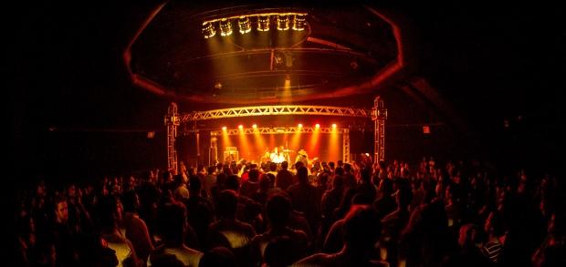 Teatro cheio durante o show da Dogman | Foto: Pedro Margherito