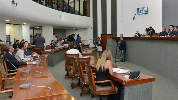 Parlamentares querem obras em suas bases