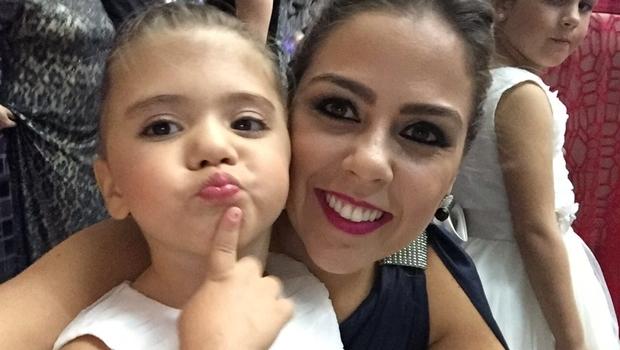 Na foto, Ana Beatriz, de 3 anos, e a mãe Fabiana | Foto: Arquivo pessoal/Fabiana Collavini