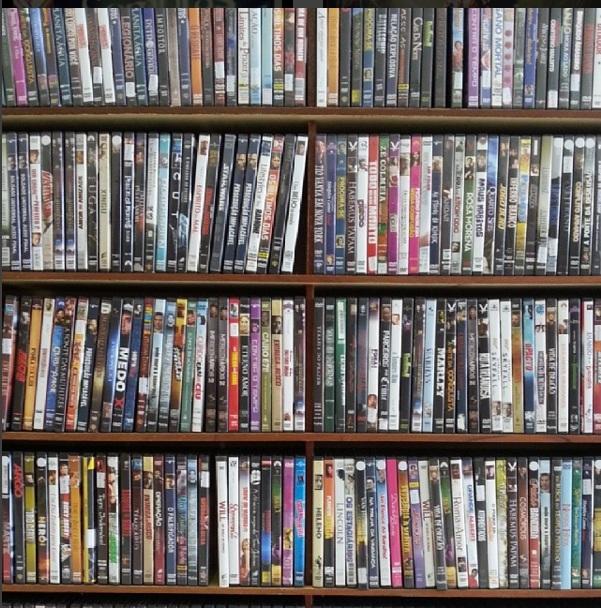 Com acervo com aproximadamente 26 mil filmes, material será colocado a venda a partir de quarta-feira (10/2) | Foto: Reprodução/Instagram