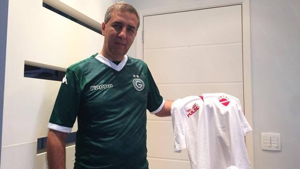 Como parte da aposta, o vilanovense vice-governador José Eliton vestiu a camisa do Goiás | Foto: Reprodução/Facebook