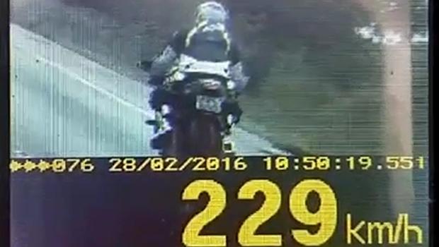 Kawasaki Ninja bate recorde de velocidade ao passar por radar a 229 km/h na BR-060