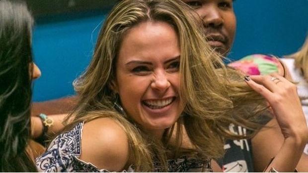 Irreverente e sem papas na língua, Ana Paula cai nas graças da internet