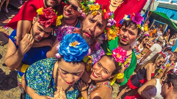 Blocos agitam folia de carnaval de rua no Brasil. Veja roteiro para curtir a festa