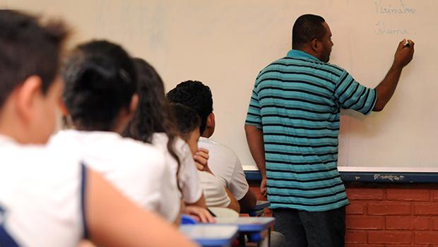 Avança no Senado projeto de isenção de Imposto de Renda para professores