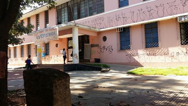 Manifestantes desocupam Colégio Estadual Lyceu, no centro de Goiânia