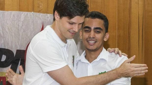 Presidente do PMDB em Goiás, deputado Daniel Vilela e novo presidente da Juventude do PMDB em Goiás, Eryc Martins | Foto: reprodução/Facebook