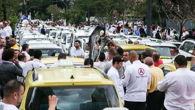 Protesto de taxistas em frente a Câmara Municipal de São Paulo   Foto: Paulo Pinto/ Fotos Públicas