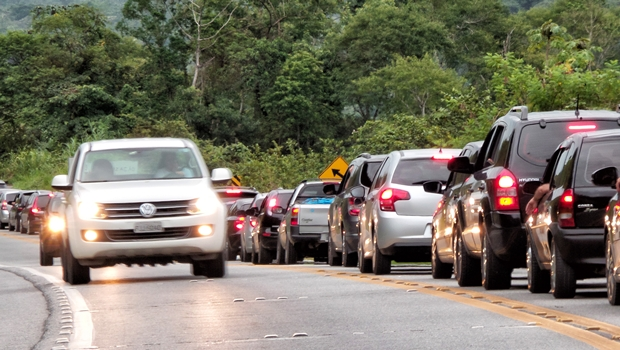 Goiás é o Estado que mais multou por faróis apagados durante o dia nas BRs