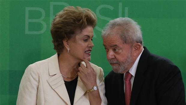 Dilma Rousseff e Lula da Silva: jogada para pôr o ex-presidente num ministério não deu certo, e o impeachment se aproxima cada dia mais