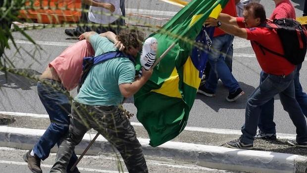 Falta de debate tem alimentado manifestações apaixonadas e sem previsão do que pode acontecer | Foto: Reprodução/Rede Globo