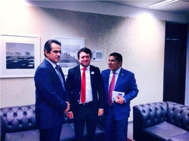 Ciro Nogueira Senador-Ciro-Nogueira-prefeito-Evandro-Magal-e-deputado-federal-Sandes-Júnior-FOTO-SECOM-CALDAS-NOVAS