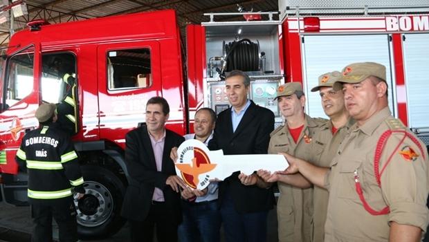 José Eliton em cerimônia de entrega de nova viatura e equipamentos, em Anápolis | Foto: Jota Eurípedes / Assessoria SSPAP