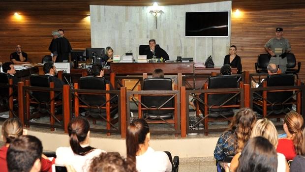 Em sessão do 1º Tribunal do Júri de Goiânia, o vigilante Tiago   Foto: Hernany César