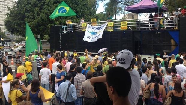 Manifestantes pró-impeachment foram para as ruas mesmo com ato a favor do governo federal marcado para o mesmo dia | Foto: Acieg