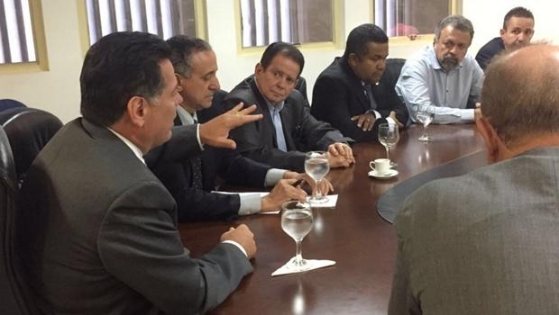 Discussão no Palácio Pedro Ludovico Teixeira trata da prorrogação do prazo de concessão da Saneago em água e esgoto na capital | Foto: Gabinete de Imprensa