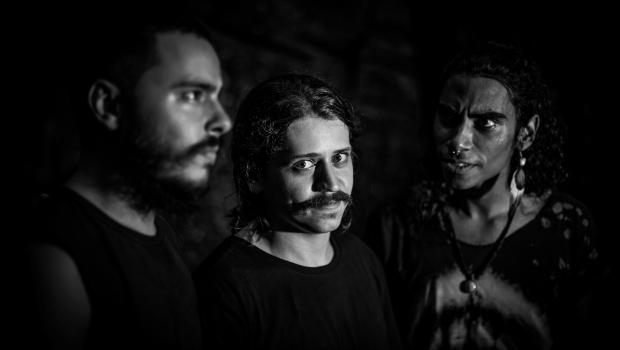 Com porta-malas cheio, Overfuzz faz em São Paulo turnê do disco de estreia