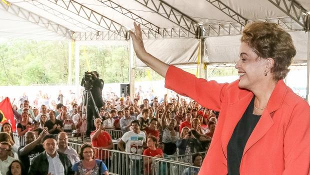 """Não tem sentido conduzir Lula """"sob vara"""" para prestar depoimento, diz Dilma"""