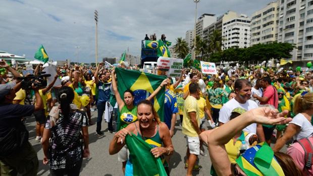Manifestantes se reúnem nas principais capitais brasileiras pelo impeachment
