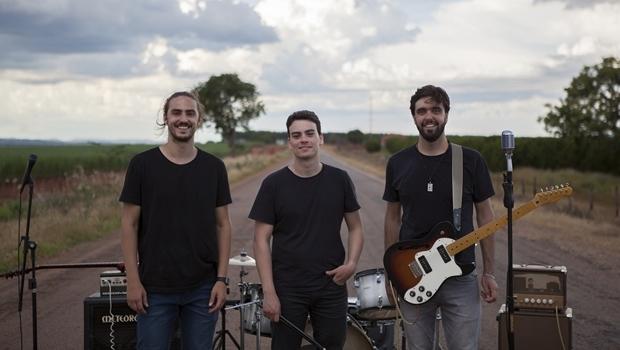 Banda Versário lança nesta quinta-feira (17/3) o videoclipe da canção Vértices, gravado em dezembro de 2015   Foto: Divulgação