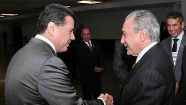 Michel Temer, que aposta que será presidente, manda emissários para conversar com Marconi Perillo