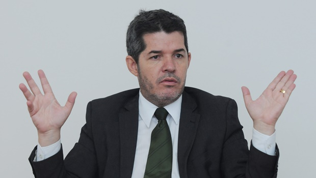 Delegado Waldir perde a vice-liderança do PR. Ele acusa governo de comprar votos pra blindar Temer