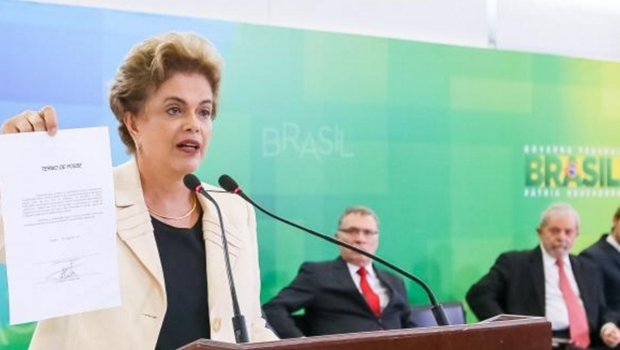 """""""A gritaria dos golpistas não vai me tirar do rumo"""", diz Dilma"""