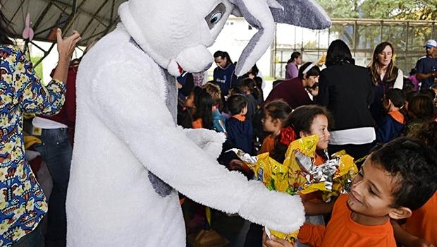 Campanha Páscoa Solidária repassa chocolates para 96 mil crianças. Foto: Karla Dudas/IPCC