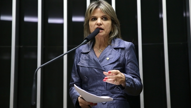 Voz em gravação seria da deputada federal Flávia Morais (PDT-GO), dizem mensagens no WhatsApp | Foto: Ananda Borges/Câmara dos Deputados