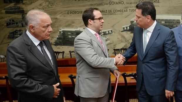 Presidente da Comissão de Segurança Pública, Edemundo Dias; presidente da OAB-GO, Lúcio Flávio de Paiva; governador Marconi Perillo | Foto: Wagnas Cabral
