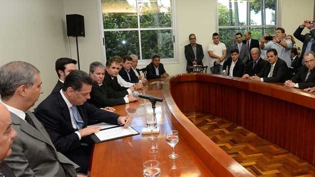 Governador destaca assinatura de protocolos de intenção em tempos de crise