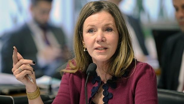 Senador Vanessa Grazziotin (PCdoB-AM) pediu a suspensão da análise do processo de impeachment até que contas de 2015 do governo sejam avaliadas | Foto: Marcos Oliveira/Agência Senado