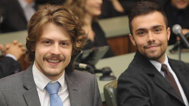 Jornalistas Alexandre Parrode e Marcelo Gouveia durante homenagem ao Jornal Opção na Assembleia   Foto: Renan Accioly