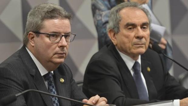 Presidente da Comissão Especial do Impeachment no Senado, Raimundo Lira, e o relator, Antonio Anastasia durante reunião para analisar e votar requerimentos Antonio Cruz/ Agência Brasil