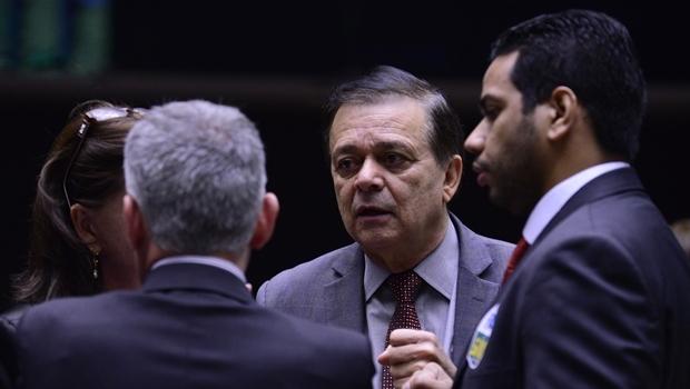 Jovair Arantes conversa com parlamentares na Casa | Foto: Luis Macedo / Agência Câmara