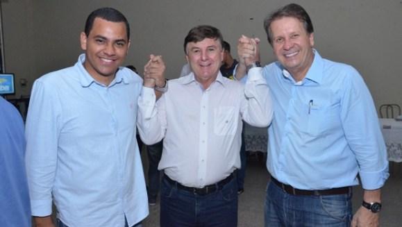 Matheus Vasconcelos, o pré-candidato João Fachinello e o prefeito Luiz Attié