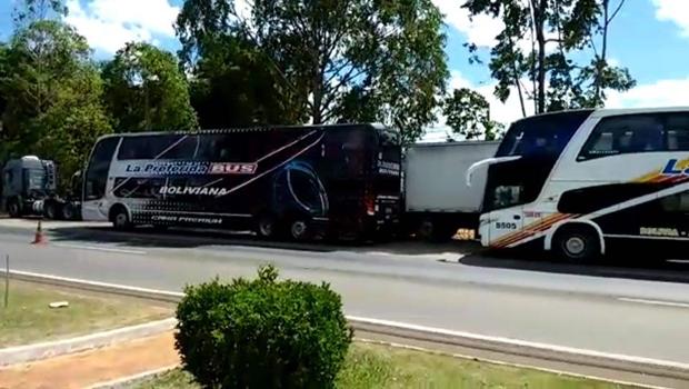 PRF apreende ônibus de bolivianos em Anápolis
