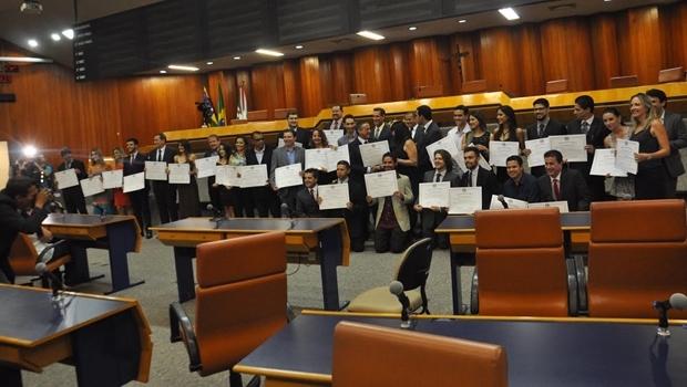 Mais de 30 jornalistas goianienses foram homenageados durante sessão | Foto: Solimar Oliveira