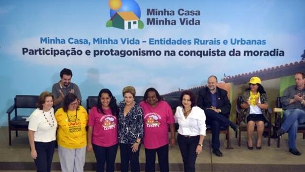 Presidenta Dilma Rousseff durante a cerimônia de contratação de 25 mil unidades habitacionais do programa Minha Casa, Minha Vida   Foto: José Cruz/Agência Brasil