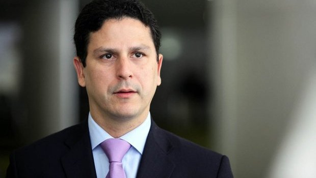 Ministro Bruno Araújo anuncia saída do governo Temer após denúncias contra presidente