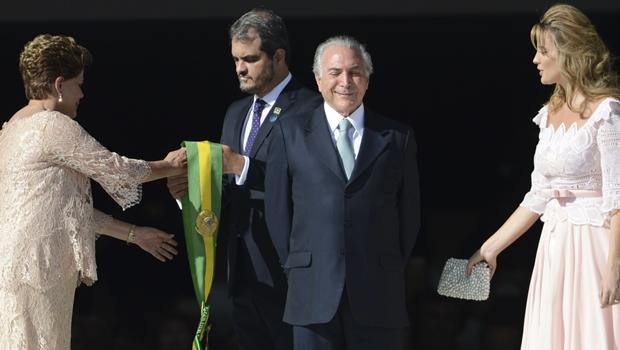 Senado abre processo de impeachment e afasta Dilma com ampla maioria