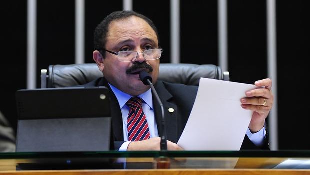 Sucessor de Cunha é alvo da Lava Jato e votou contra o impeachment