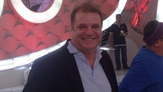 Humorista Marcos Bazzar subiu ao palco no Centro Cultural Oscar Niemeyer para apresentar o show da cantora Ana Cañas e foi vaiado até sair de cena | Foto: Reprodução/Instagram
