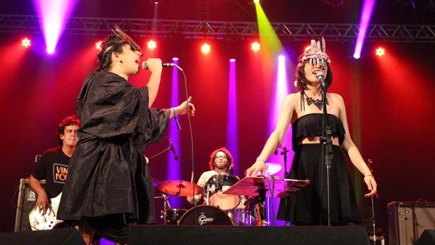 Ava Rocha e Salma Jô cantam Hermética durante show do Carne Doce | Foto: Bruna Aidar